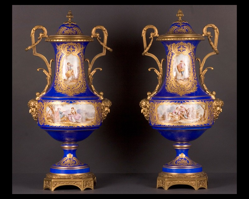 pair of porcelaine de paris urns french antique shop. Black Bedroom Furniture Sets. Home Design Ideas